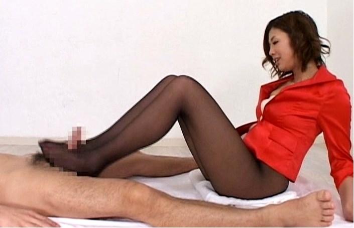 高級女性の脚コキ